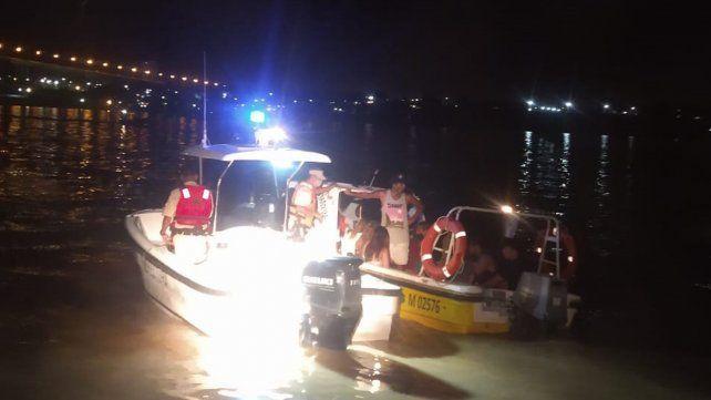 Secuestran una lancha taxi que regresaba de noche de las islas con exceso de pasajeros