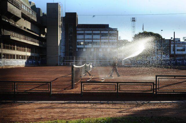 Este lunes volverán a abrir las canchas de tenis.