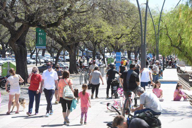 La Rambla Catalunya se vio copada de gente durante el fin de semana largo.