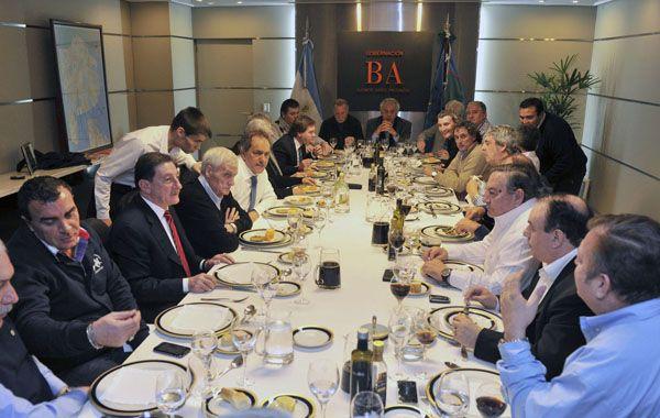 El gobernador de Buenos Aires se encontró con los referentes de la CGT.