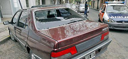 Por un encandilamiento, un conductor mató al hermano de otro en el centro