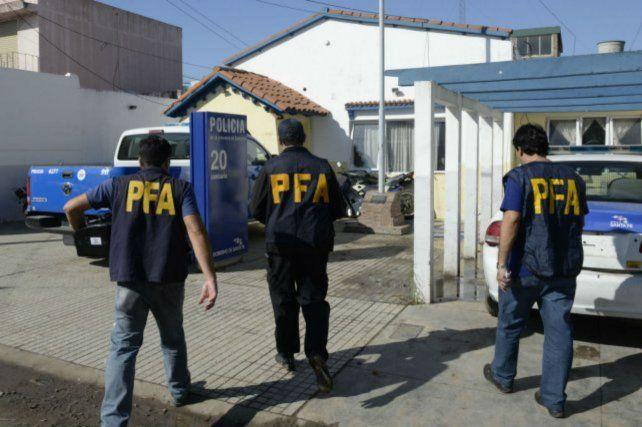 Allanamiento. Agentes federales requisaron la seccional de Empalme Graneros en abril del año 2015.