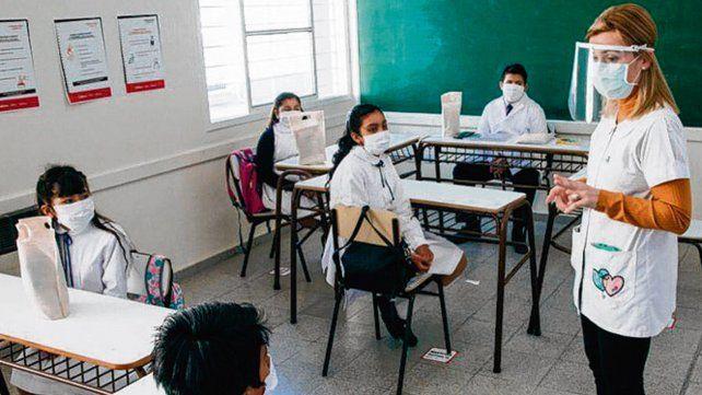 Extenderán hasta abril las clases para los alumnos del último año de la  secundaria