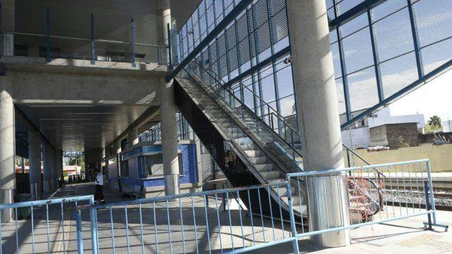 Advierten abandono y falta de mantenimiento en la estación de trenes del Apeadero Sur