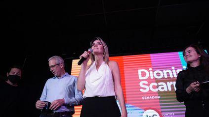 Dionisio Scarpin, Carolina Losada y Anita Martínez celebraron el triunfo.