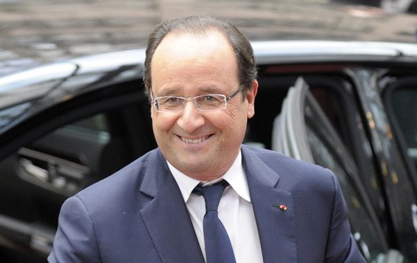 Hollande se desploma en los sondeos.