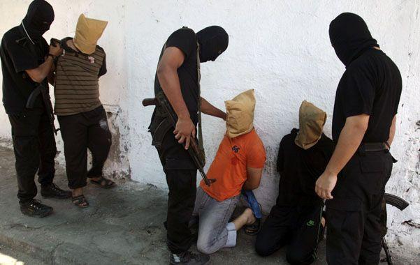 Espeluznante. En una calle céntrica de Gaza fueron ejecutados siete de los 18 presuntos colaboracionistas.
