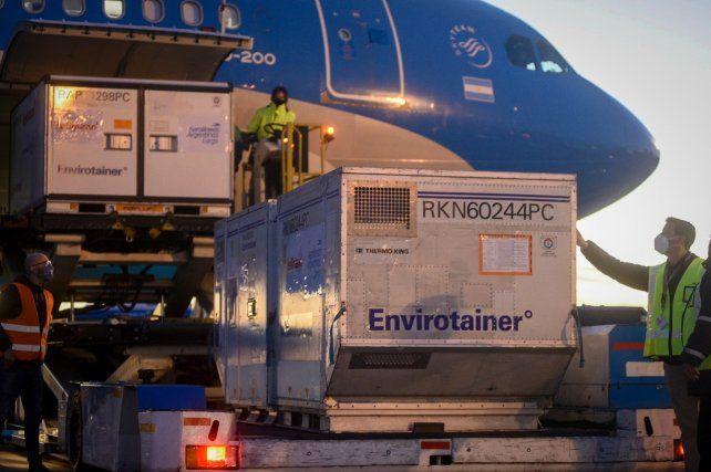 EZEIZA. El último avión que llegó esta semana con vacunas Sinopharm.