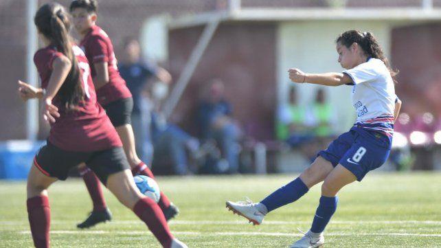 Las Santitas se impusieron con goles de Maricel Pereyra