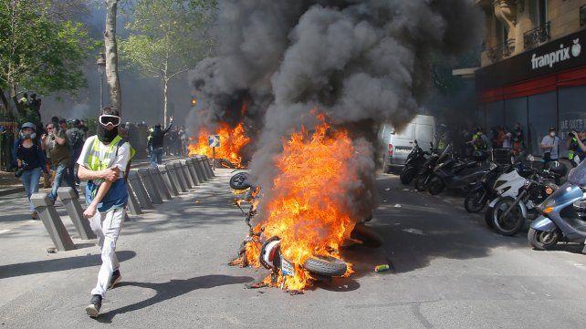Violencia. Los activistas más radicales incendiaron vehículos