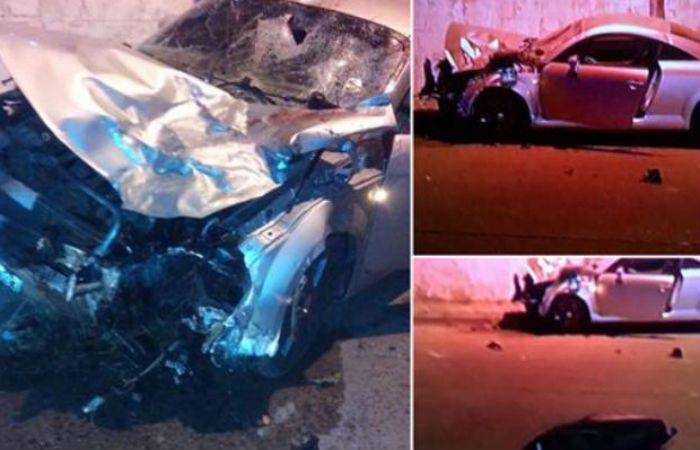 Destrucción. El Audi TT dio contra un paredón y después cayó. Ya le había pasado por encima a la moto.