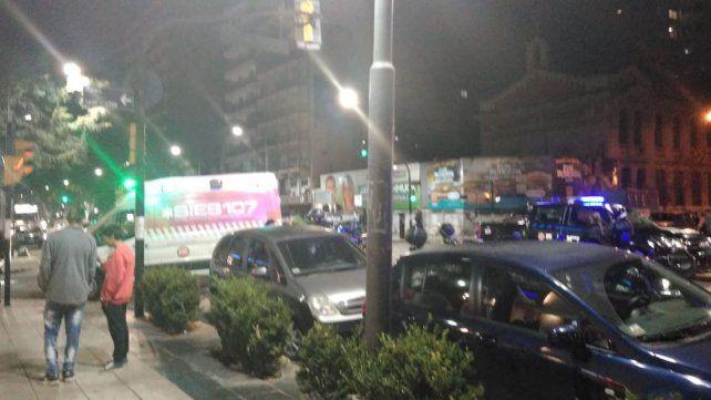 Conmoción. En pleno corredor gastronómico de Pellegrini ocurrió la balacera que dejó un joven herido.