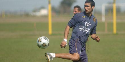 Méndez entrenó con normalidad y volvería a ser titular el sábado ante Colón