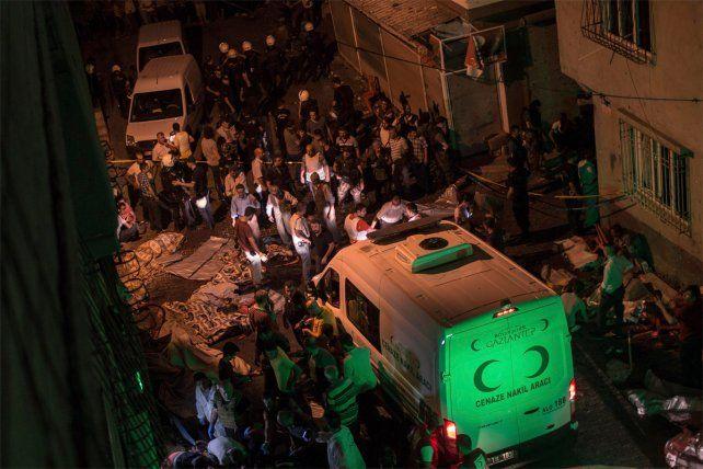 Al menos 22 muertos por atentado con bomba en el sur de Turquía