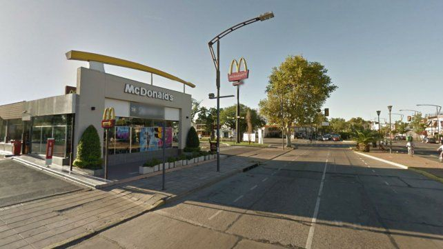 El McDonalds de Oroño y Jorge Cura.