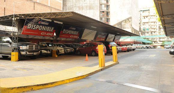 Mónica Fein insiste con construir cocheras subterráneas en el centro para aliviar el tránsito