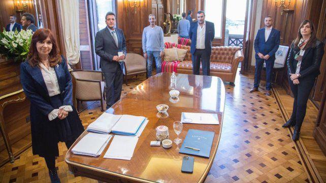 Cristina Fernández de Kirchner y Sergio Massa en la firma del acuerdo.