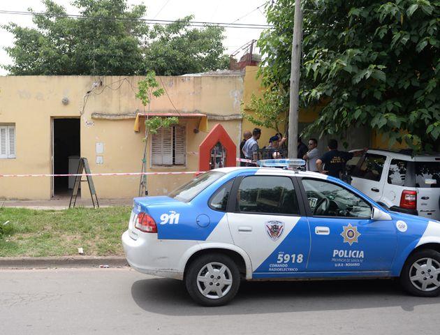 Pavón 4600. Norma Bustos fue ejecutada ayer a la mañana de tres balazos en su negocio. (Foto: Enrique Rodríguez)