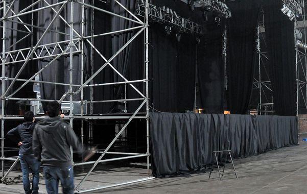 La previa. El escenario por donde pasarán las bandas comenzó a tomar forma ayer en Metropolitano. (foto: Virginia Benedetto)