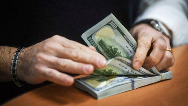 Más tranquilo. El dólar cerró a $58 pesos en Rosario.