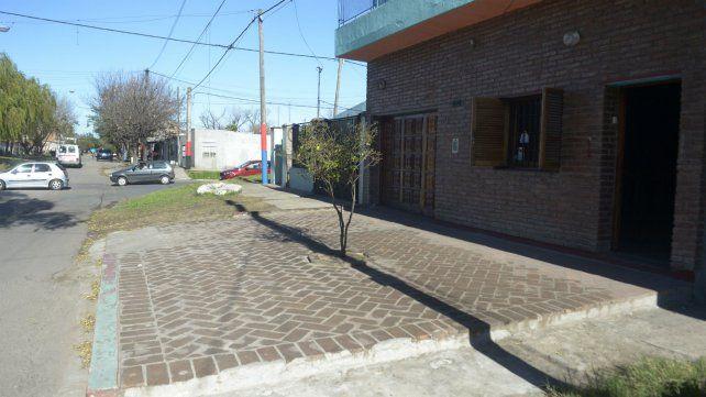 El crimen ocurrió en la puerta de un salón de fiestas de Moreno casi esquina Biedma.