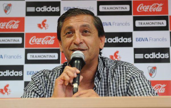 El entrenador produjo cambios posicionales ya que Ariel Rojas se retrasó al lateral izquierdo.