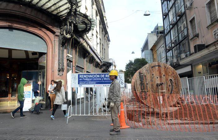 Los trabajos más grandes de la EPE en peatonal Córdoba estarían terminados antes de la época de las compras navideñas. (foto: Silvina Salinas)