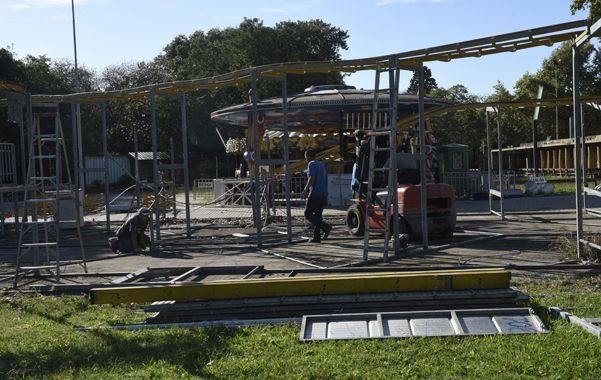 Desmantelamiento. Los juegos del tradicional International Park comenzaron a ser retirados. (Celina Mutti Lovera)