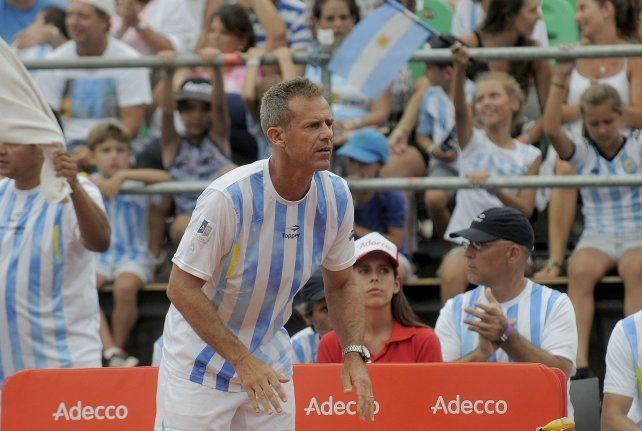 Exultante. El capitán argentino.
