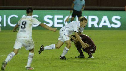 Grito leproso. Cacciabue festeja el segundo gol de Newell's, el primero de su cosecha.