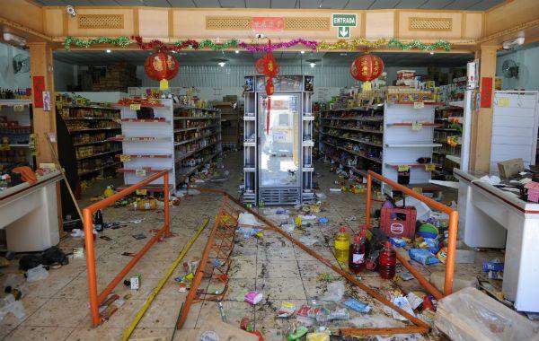 Uno de los comercios chimos víctima del vandalismo masivo.