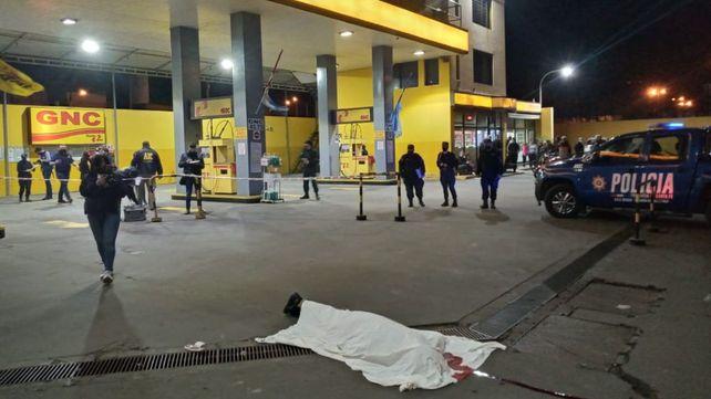 El crimen se produjo en la estación de servicio conocida como Estación Oeste, de Mendoza y Circunvalación.