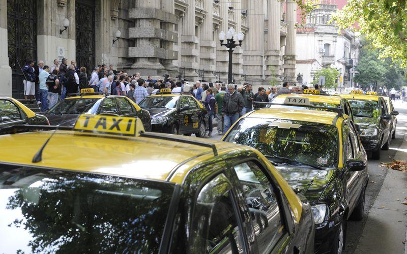El ministro se reunió con los taxistas por medidas de seguridad. (Foto: Sergio Toriggino / archivo Las Capital)