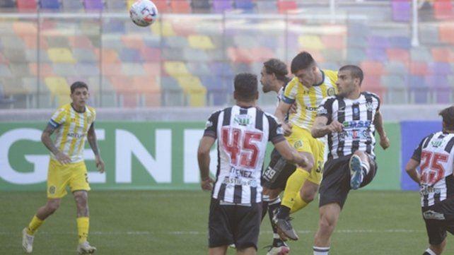 3-1. Almada se impuso en el salto y anotó el tercero.