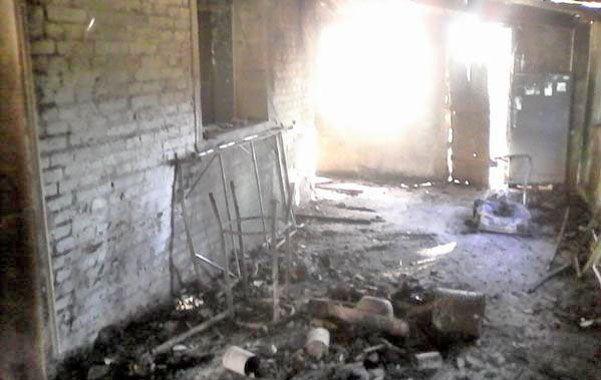 Incendio intencional. La vivienda del fin de semana del damnificado se halla en la misma localidad donde vive y fue quemada a las 4 de la mañana.