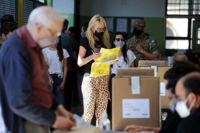 Entre las 10 y las 12 fue el momento de mayor afluencia de votantes.