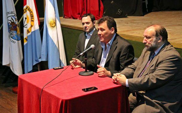 Presentación. Raimundo (centro) destacó la importancia del programa.