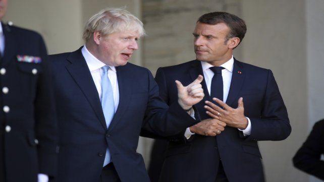 Debate. Johnson y Macron discuten abiertamente en las puertas del Palacio del Elíseo