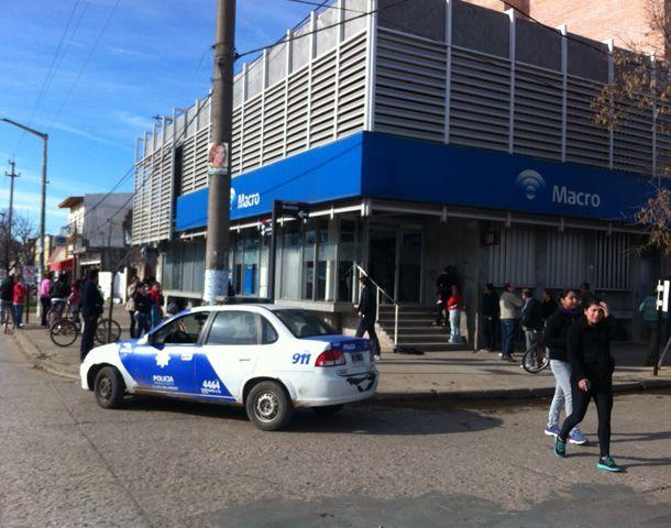 El atraco perpetrado en la entidad bancaria de Roldán.