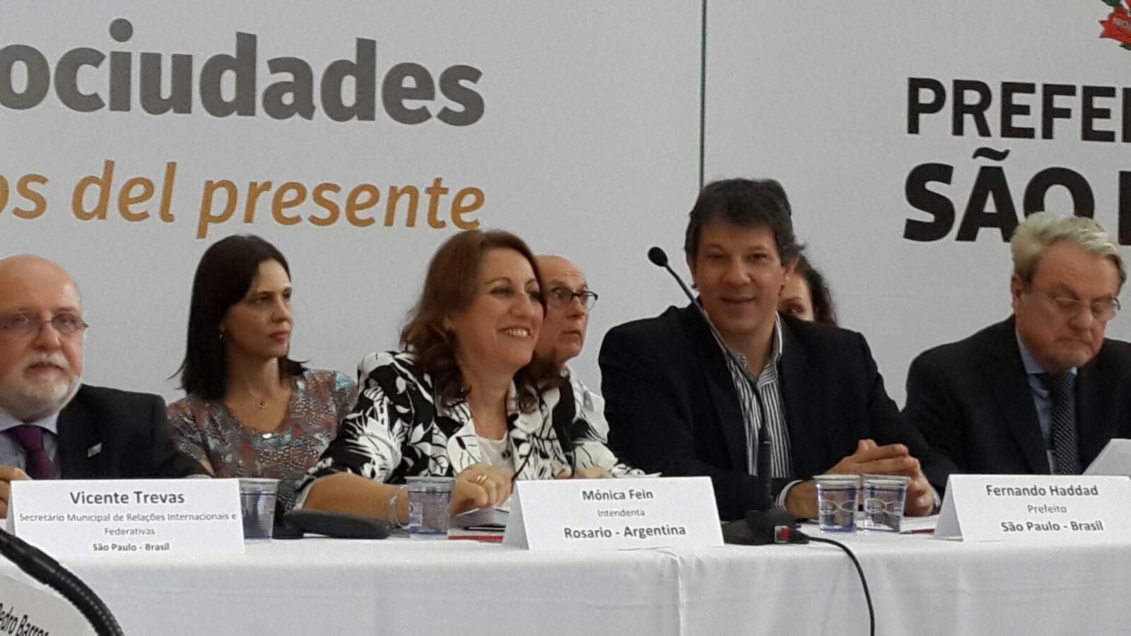 Presentación. La intendenta expuso la experiencia de Rosario en la cumbre de San Pablo.