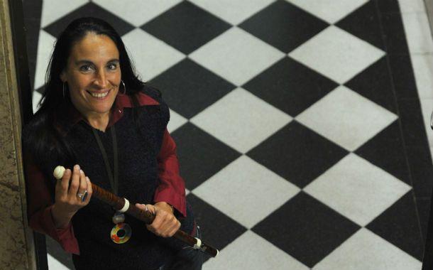 Especialista. La flautista rosarina Diana Baroni actúa esta noche.