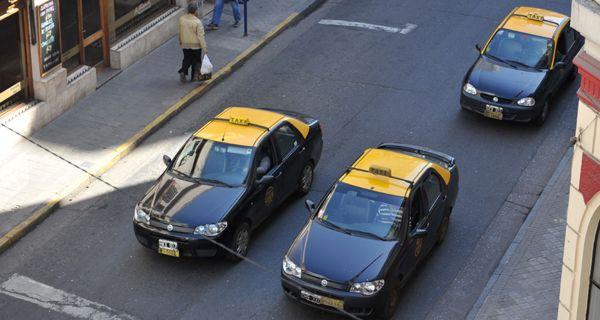 Los taxistas amenazan con no trabajar en Navidad tras el asalto en barrio Godoy