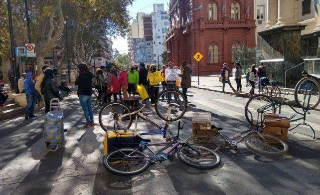 Artistas callejeros, artesanos y feriantes solicitan ayuda ante la situación desesperante en que quedaron por la cuarentena