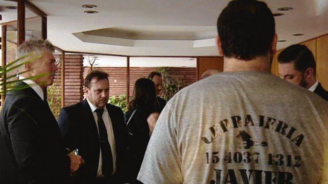 Operativo. Los funcionarios fueron al edificio de Segurola y La Habana.