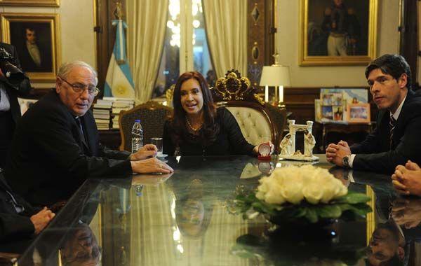 Gestos de distensión. Monseñor Arancedo y la presidenta se reunieron en la Casa de Gobierno.