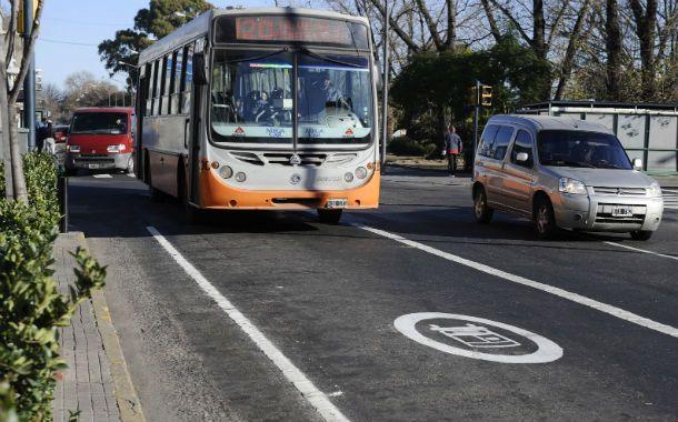 Más seguros. Los carriles exclusivos para ómnibus comenzaron a implementarse hace dos años y ahora comienzan a verse sus resultados. (Foto: A. Amaya)