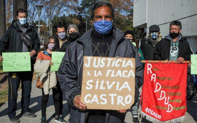 Organizaciones piden ser querellantes ante la desaparición de una operadora barrial. En marzo denunciaron la situación de Silvia Castro