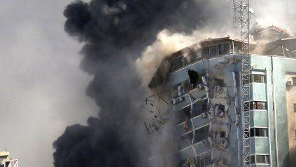 El edificio de oficinas en Gaza donde tenían sus sucursales Associated Press y Al Jazeera, demolido por las bombas israelíes.