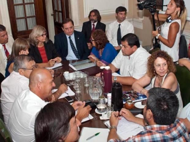 Los ministros Claudia Balagué y Julio Genesini recibieron a los gremios docentes.