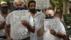 Remiseros y taxistas se oponen a la llegada de Uber porque consideran que implica la precarización de los choferes.